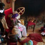 Sinterklaas en kinderen bij open haard, ouders van nature