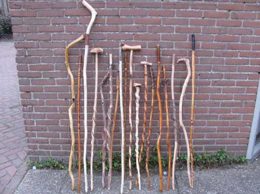 Jongen met stok www.oudersvannature.nl