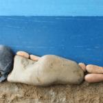 Buitenspelen met stenen