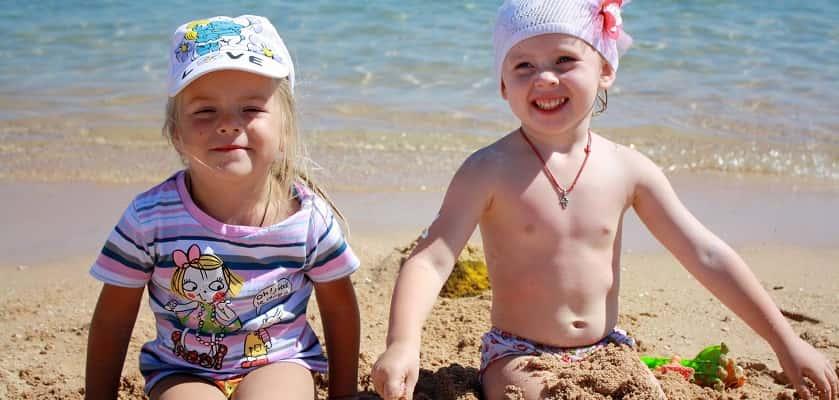 als hittestress bij kinderen te erg wordt, krijgen ze een zonnesteek