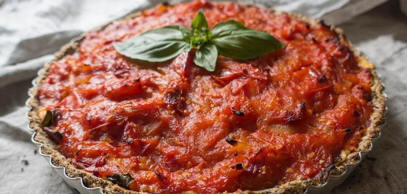 Veganistische spinaziequiche of spinazietaart