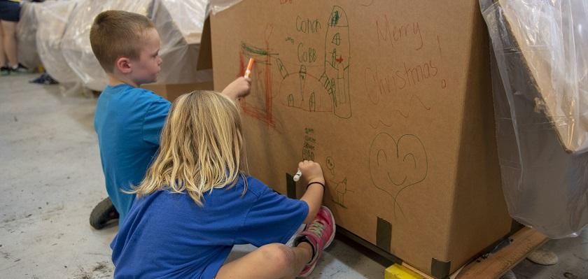 Wil je kinderen nieuwsgierig en creatief houden, stel dan open vragen over het resultaat zonder oordeel.