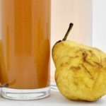 vegan fruitsmoothie met sinaasappel en banaan\