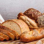 Door zelf brood te bakken voorkom je veel plastic afval.