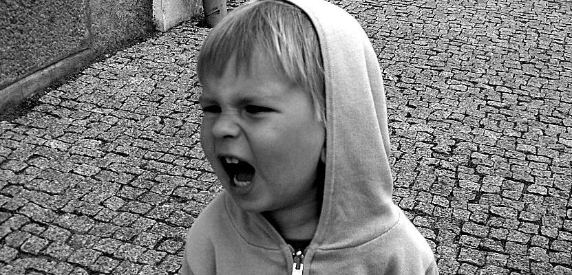 Empathisch opvoeden is de gevoelens van kinderen begrijpen en verder kijken dan een boos kind